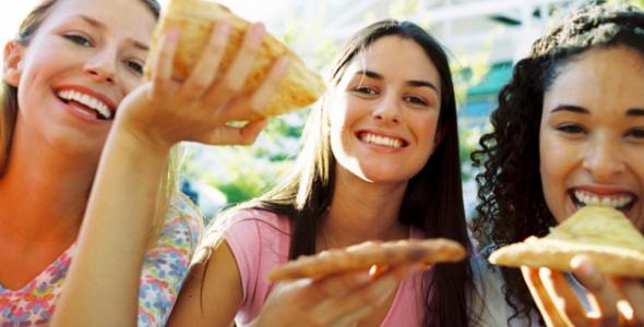 Un momento Aloha significa compartir con tus amigos.