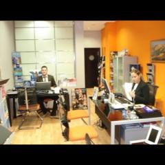 Agustín y lourdes en la oficina