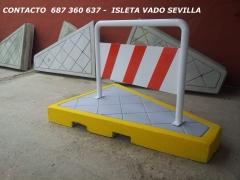 ISLETA PARA VADO DE GARAJES ; SUELA DE HORMIGON DE 260 kg,CON BANDEROLA METALICA  REFLECTANTE.