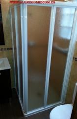 Mampara de ducha haciendo escuadra de aluminio blanco con acr�lico