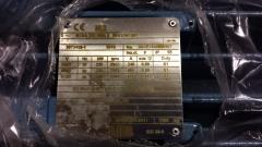 Placa de caracter�sticas de motor abb de 250 kw.