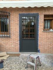 Puerta de hierro con vidrio climalit