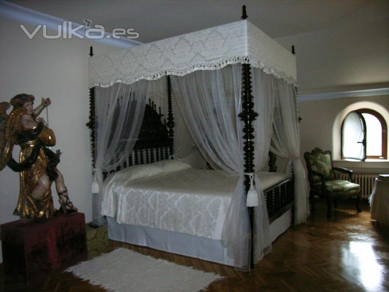 Foto cama con dosel for Camas con cortinas