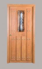 Puerta r�stica navarra con ventana y reja