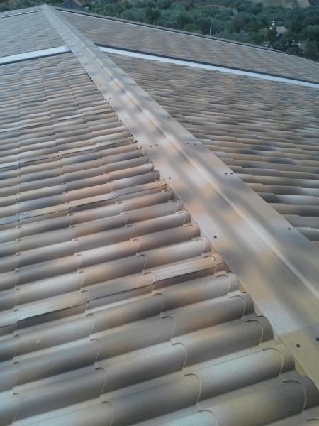 Cibierta nave panel sandwichi imitación teja albero