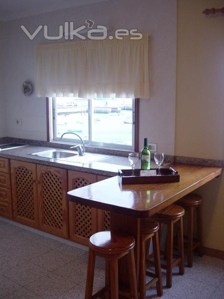 Apartamentos bahia santa cruz de tenerife for Barra americana cocina salon