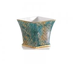 Macetero cuadrado en tonos difuminados azules, verdes y dorados, bordes dorados. Cer�mica San Marco