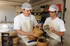 Elaborando uno de los mejores quesos del mundo