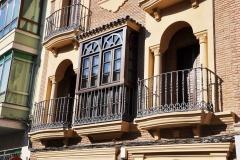 Molduras de piedra para balcones y ventanas