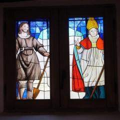 Vidriera representando a San Isidro y San Martín, en la Ermita de San Martín en Lumbreras, La Rioja.