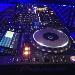 Backline cabina Pioneer CDJ2000Nxs y DJM900Nxs
