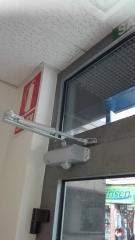 Instalacion de Brazo cierra puerta hidraulico