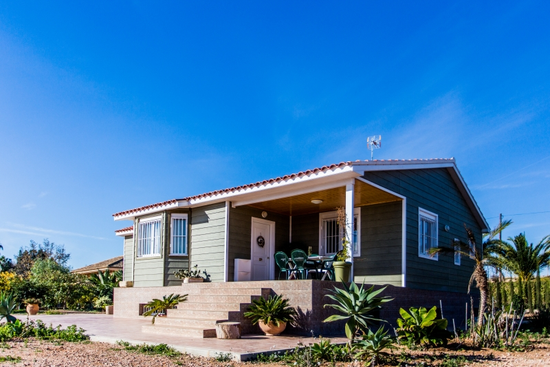 Casa de madera en canexel verde de 120 m2 más 15 m2 de porche