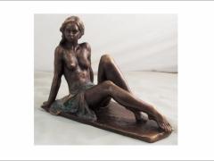 Aurora, figura en bronce con un elegante desnudo femenino. Lluís Jordà.