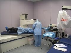 Preparando operación de miopía con láser