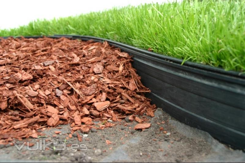 Foto separador de parterres pl stico modelo onyx permaloc for Bordillos para jardin