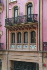 Fachada casa inmobiliaria www.bbilbao. es 944238833