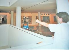 Alumnos de carlos roces--- dibulando en el museo barjola