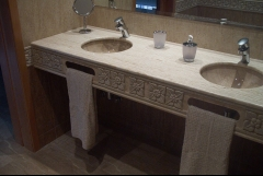 Encimera de ba�o en travertino iran� con lavamanos de daino reale