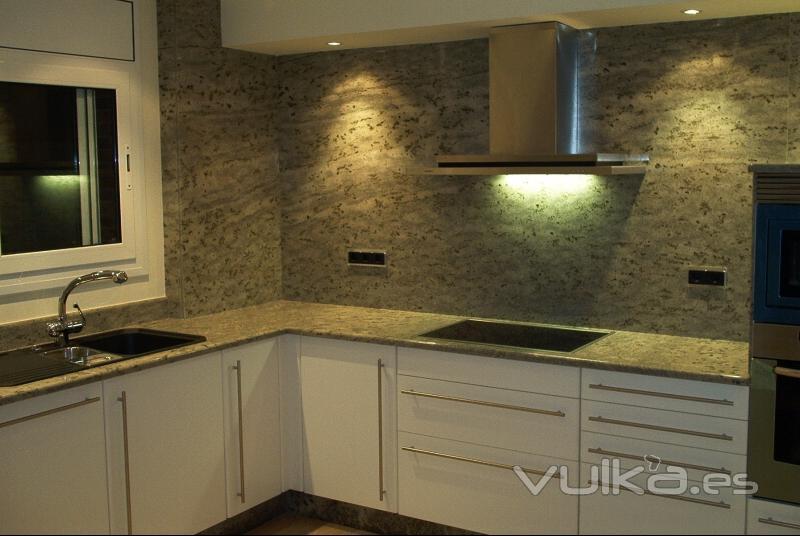Foto encimera de cocina y aplacados en verde eucalipto - Encimeras de marmol para cocinas ...