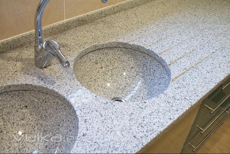 Foto encimera de cocina con fregaderos en blanco cristal for Granito blanco para cocina