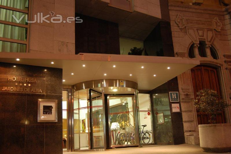 Foto puerta de entrada al hotel for Jardines de albia spa