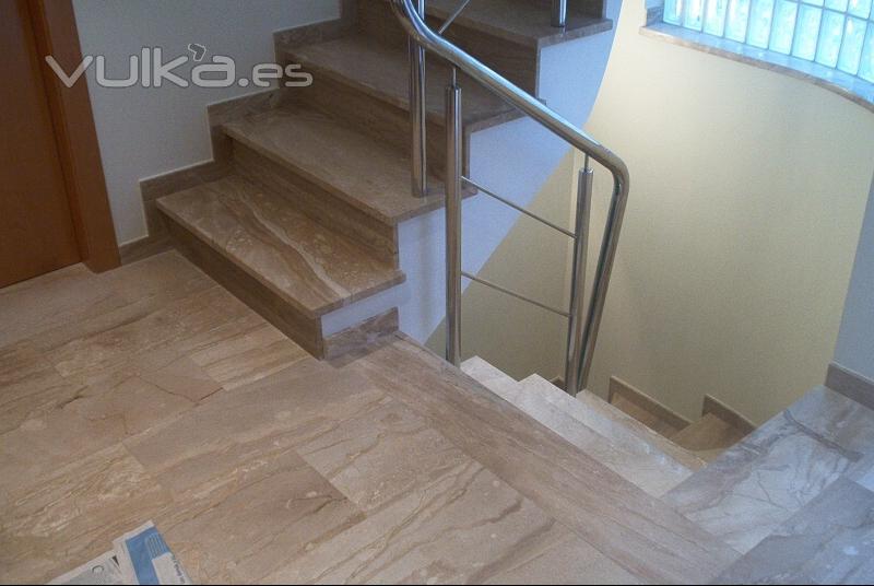 Foto escalera en daino reale for Escaleras en marmol y granito