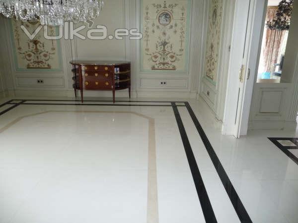 Foto pavimento de m rmol blanco thassos con cenefa de - Piso marmol negro ...