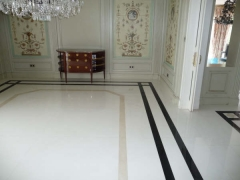 Pavimento de m�rmol blanco thassos con cenefa de negro b�lgica