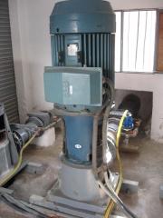 Bomba vertical. motor abb instalado en bomba vertical.