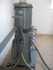 Bomba vertical. motor alconza instalado en bomba vertical.