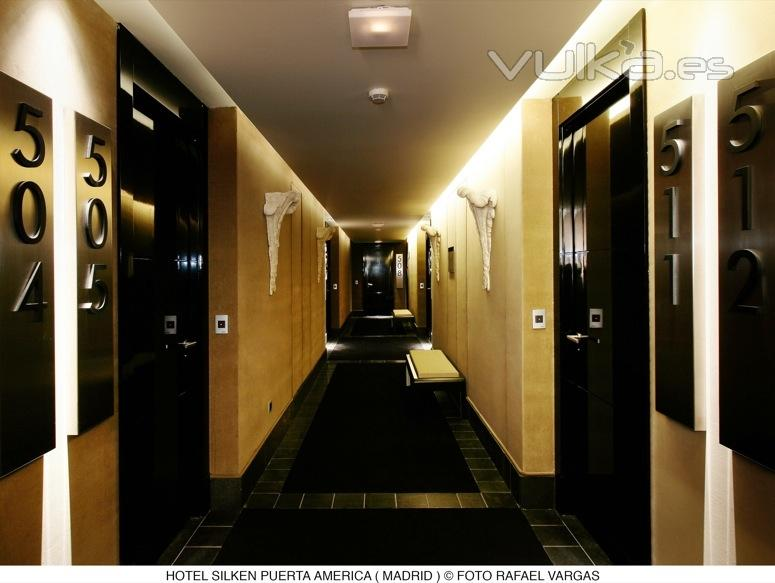 Silken puerta america for Hotel silken puerta america plantas