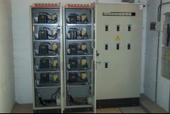 Cuadros electricos: bateria automatica de condensadores con reactancias antiarmonicos y cuadro general de fabrica.