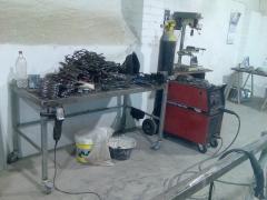 Mesa de trabajo y soldadora de hilo