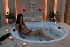 Baño floral a disfrutar solo o en pareja en el spa oriental