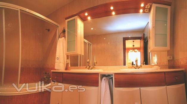 Lavabos Dobles Para Baño:Foto: Baño completo con doble lavabo