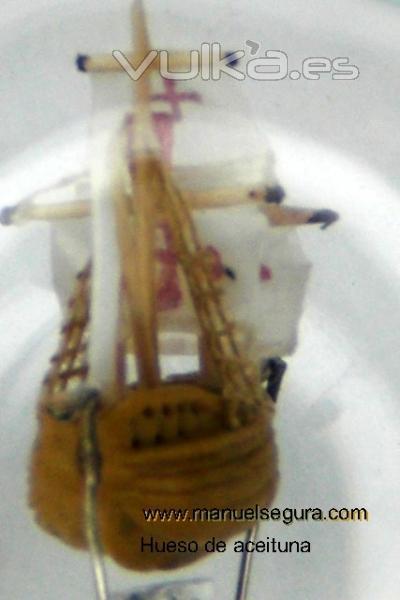 nao Santa Maria el casco esta hecho con un hueso de aceituna