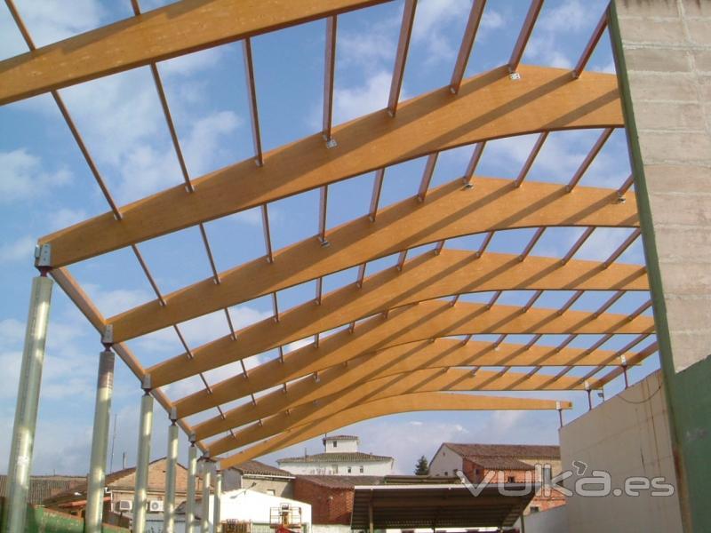 Foto montaje estructura madera laminada front n medrano for Imagenes de tejados de madera