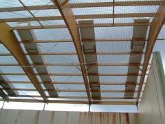 Instalación de redes de seguridad y montaje de cubierta panel