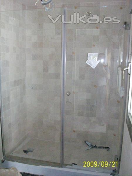 foto mampara de ducha con vidrio templado
