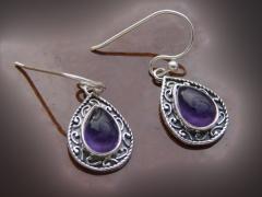 - preciosos pendientes de plata de ley y piedra de amatista en talla pera.  - largo total con gancho 29 mm.  - ...