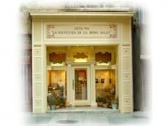 Imagen de la tienda principal. El diseño de la entrada es totalmente de madera tallada por un artesano en los años 40.