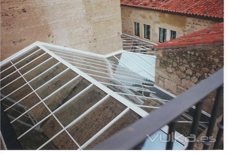 Foto lucernario con perfileria aluminio muro cortina y - Perfileria de aluminio ...