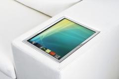 Athena: sofa de lujo con una pc multimedia integrada, un par de pantallas lcd touchsreen que se despliegan en cada ...