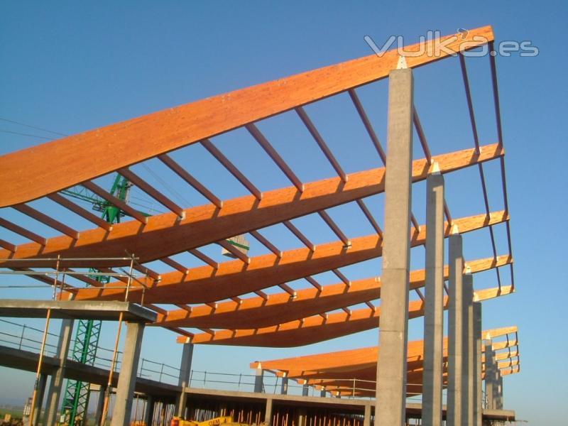 Foto montaje estructura madera laminada aeropuerto de albacete - Estructura madera laminada ...