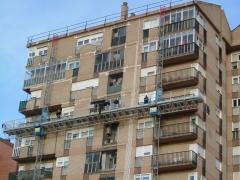 Rehabilitaci�n fachada con andamio