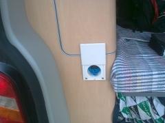 Instalacion de una toma de ducha agua fria en el mueble interior de  una t5