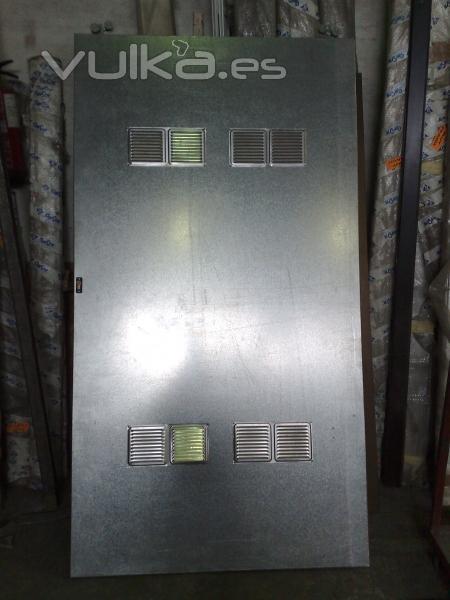 Foto puerta metalica corredera de trastero a medida en - Puerta chapa galvanizada ...