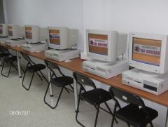 Contamos con más de 50 ordenadores a disposición de nuestros alumnos