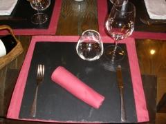 Bajo plato de pizarra- cedida  por restaurante el yugo